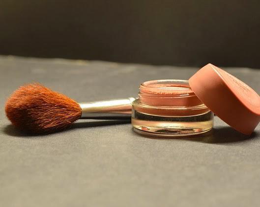cosmetics-166774_640