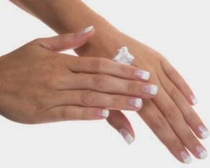 moisturize-hands-1